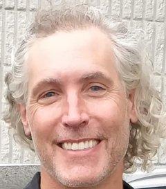 Christopher Hundhausen